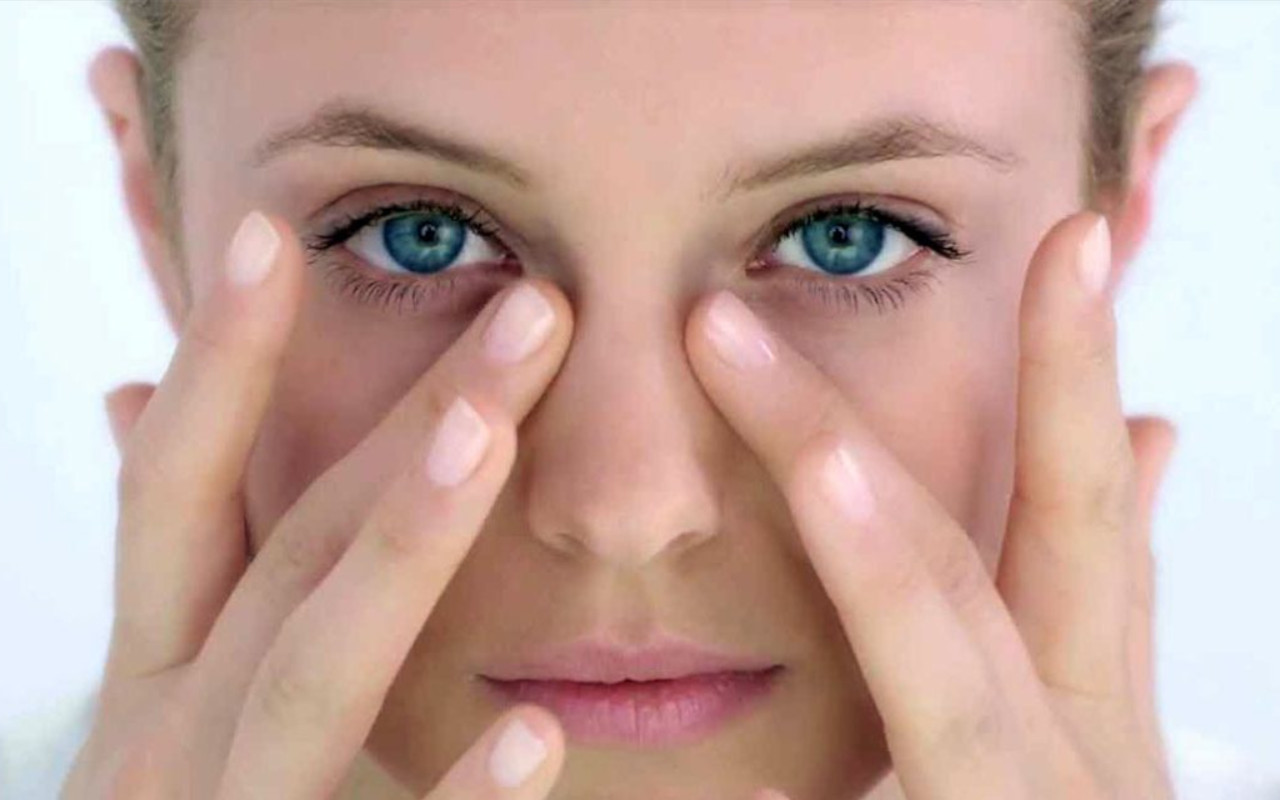 Opsis-Therapie für die Augen: Verschieben Blepharoplastik
