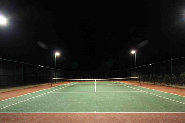 Освещение тенисного корта